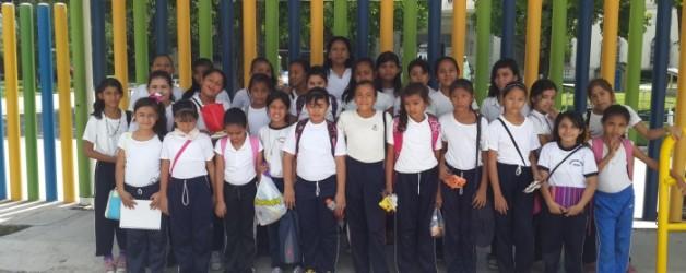 Visita alumnos Mano Amiga al Colegio Highlands